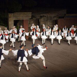 Λαϊκοί Χοροί: Η Πεμπτουσία της ιστορίας μας
