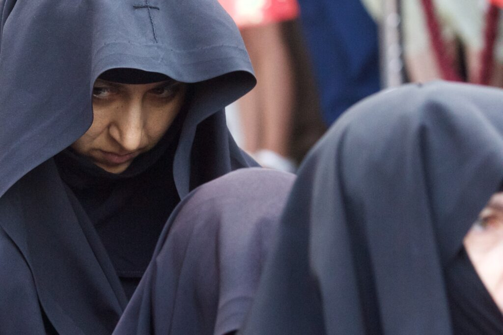 Του Κόσμου τα γυρίσματα: Στη λιτάνευση των ιερών Λειψάνων του Αγίου Νεκταρίου