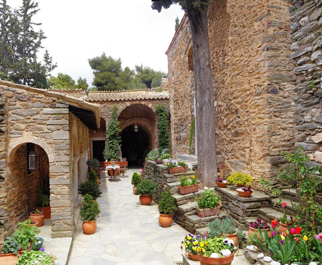 Ιερά Μονή Αστερίου, μία όαση πνευματικής ηρεμίας κοντά στην θορυβώδη Αθήνα