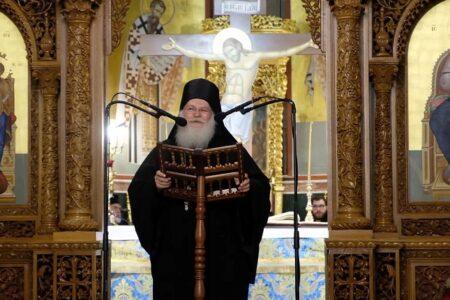 Γέροντας Εφραίμ: «Ο μοναχός είναι με τα χέρια ψηλά την ώρα που κοιμάται ο λαός, αλλά ακούει ο Θεός»