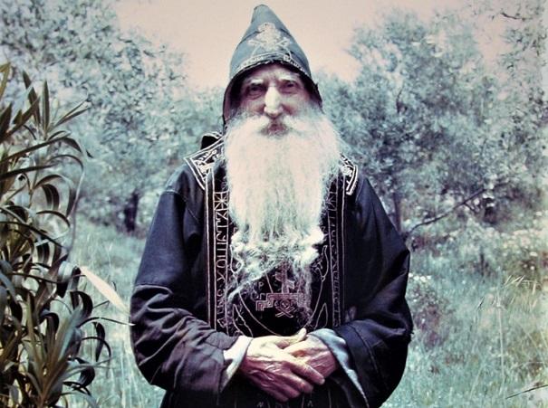 Παπα-Τύχων: Η Παναγία του έδωσε ψωμί και άγγελος δαμάσκηνα!   Πεμπτουσία