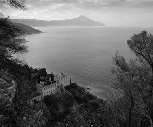 Άγιον Όρος: 130 ασπρόμαυρες καλλιτεχνικές φωτογραφίες από το 1975 έως το 2015