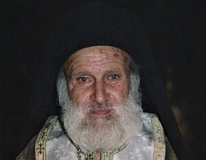 Παπα-Φώτης ο διά Χριστόν σαλός: Η Παναγία τον διακονεί και αυτός περιγράφει πώς είναι!
